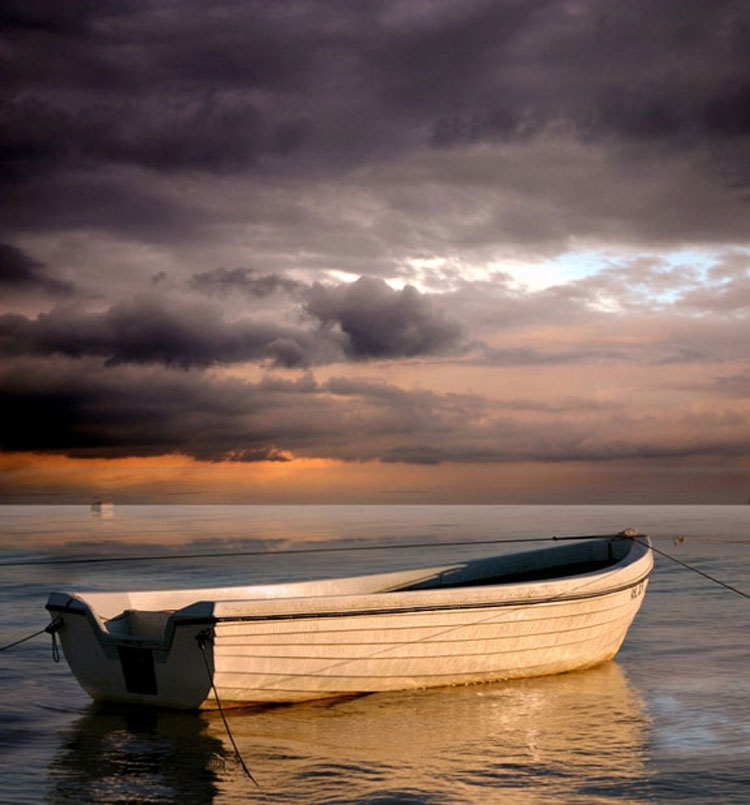 Lonely boat by Veronika Pinke